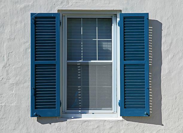 Open  din lemn albastru - deschise